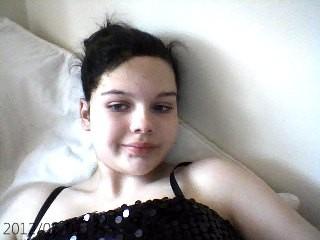 DYED MY HAIR BLACK X:) I KNOW I LOOK MINGING ON HERE BUT SOOOOO ....
