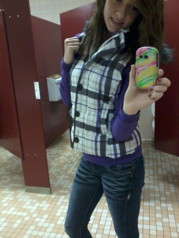 I want to be a model. ha, 5'8, brown hair, blue eyes(: i wear a size 0-3(: